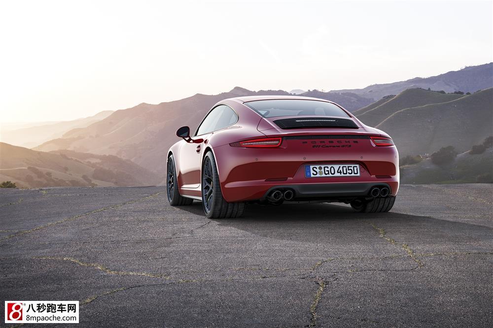 10月7日,保时捷发布了4款第二代911 Carrera的顶级版GTS车型,即两款Coupe双门跑车和两款敞篷车型,分别采用了后轮驱动和四轮驱动型式。全新保时捷911 Carrera GTS车型动力更强劲,操控性能更卓越,缩短了911 Carrera S与优化了赛车性能的公路跑车911 GT3之间的差距。这些车型的最大功率可达316kW,装备了Sport Chrono组件和PASM自适应减震系统(车辆的乘坐高度由此降低了10mm),这些技术要素提升了跑车的操控性能,并增加了驾驶乐趣。同时,效率的提高也使得
