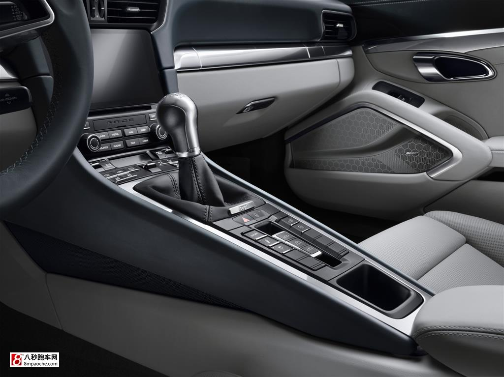 首页 跑车新闻  此外,新款911 carrera的许多外部装备均从外观上进行