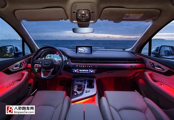 全新奥迪Q7在三亚正式上市 2015年12月3日,全新奥迪Q7在三亚正式上市,售价为75.38-109.88万元。此次发布会独创性地将热带海岛命名为Q7岛,开创了首次以汽车产品命名的真实经纬。整场发布会以伟大,不止为主题,诠释了全新奥迪Q7卓绝的产品实力,以及更迭时代的产品气势,正式开启了首款第四代SUV在中国的伟大历程。   一汽-大众奥迪销售事业部执行副总经理葛树文 一汽-大众奥迪销售事业部执行副总经理葛树文先生表示:全新奥迪Q7是奥迪Q家族前瞻设计理念的集大成者,也是对奥迪突破科技 启
