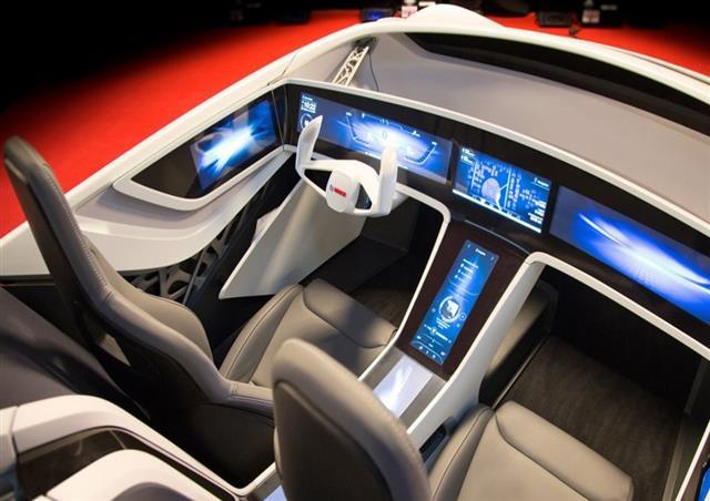 全球领先的汽车与智能交通技术供应商博世将于今年11月在苏州迎来其第二届汽车技术创新体验日。时隔两年,伴随着汽车产业的变化与发展,一系列全新的技术与产品将以全方位互动体验的形式在此次活动中一一揭晓。其中,部分新技术和产品如下: 三,互联技术:未来智能交通的基石 第三个生活空间(未来汽车) 除了家和工作地点,博世预见在2021年车将成为人类的第三个生活空间。在展车中,仪表盘和中央控制台由一块电子显示屏替代,屏幕上的显示内容将根据汽车周围的环境发生实时的变化。同时,驾驶者的偏好和日常行程也将被纳入信息库。此外,