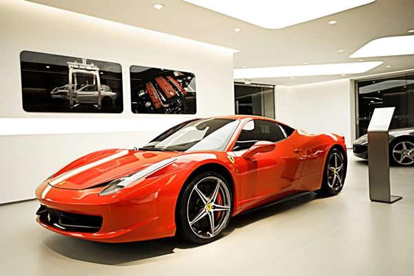 2012年3月29日,享誉全球的意大利奢华汽车品牌法拉利和玛莎拉蒂在福建省内的首家展厅于今日在厦门中华城盛大开幕。作为法拉利和玛莎拉蒂品牌进入福建的首家标准展厅,厦门新展厅的开幕标志着法拉利和玛莎拉蒂在华市场战略的又一个重要里程碑。当天,法拉利大中华区高层领导、玛莎拉蒂中国区销售总监高孟雄先生、法拉利玛莎拉蒂经销商福建骏佳行贸易有限公司董事长麦庆龙先生、意大利总领事雷腾飞先生(Mr.